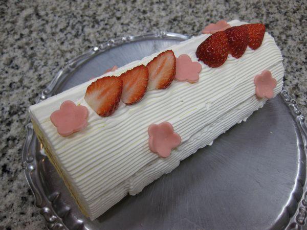 ひな祭り仕様のかわいいケーキ
